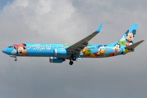 Alaska_Airlines_737-900_with_Disneyworld_livery