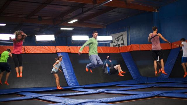 sky-zone-people-jumping1200xx2000-1125-0-104