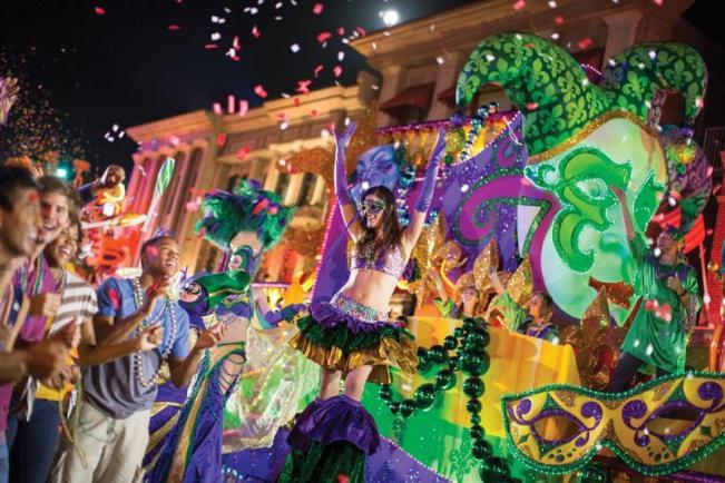 universal-orlando-mardi-gras-parade-stiltwalker-c